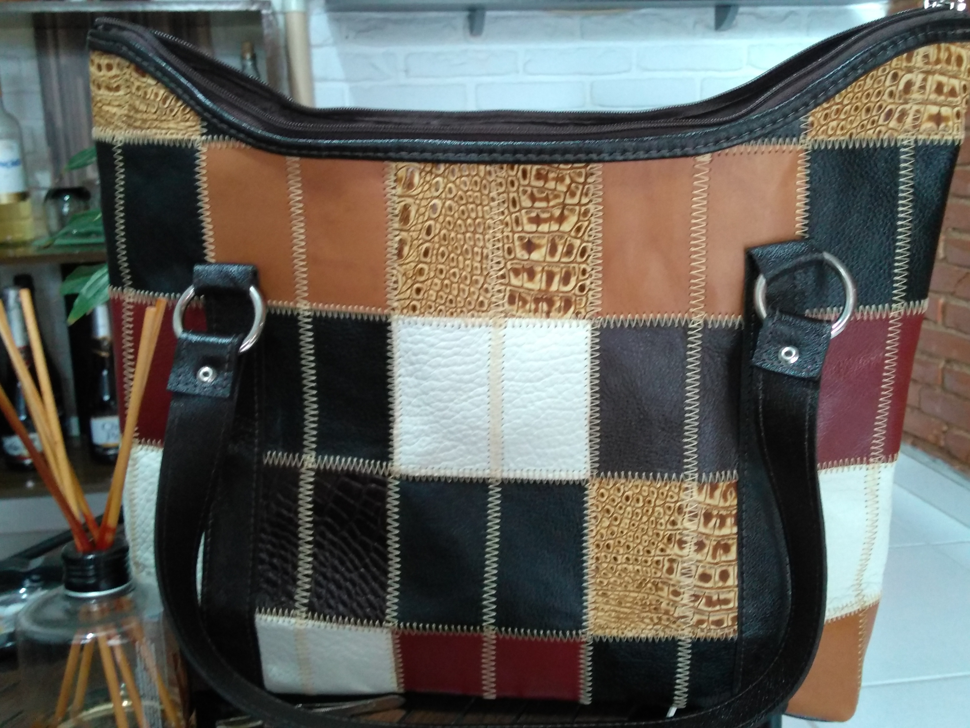 Bolsa de couro grande em patchwork