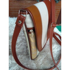 Bolsa de couro transversal pequena aba longa